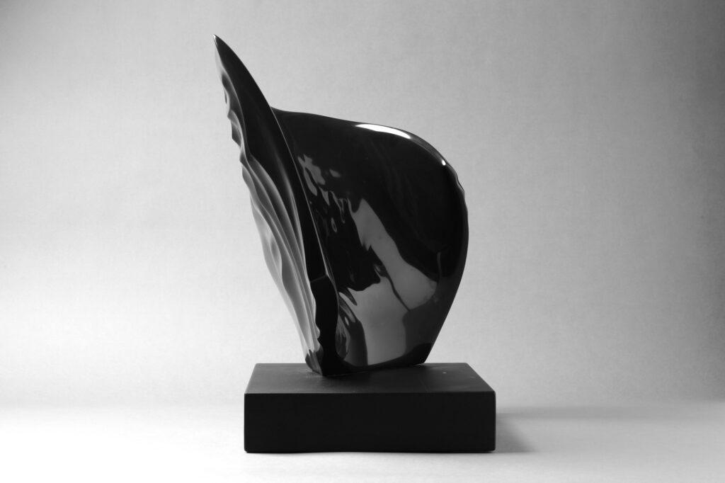 Fuggenti Vibrazioni, marmo Nero Belgio, anno 2007, 50x50x30