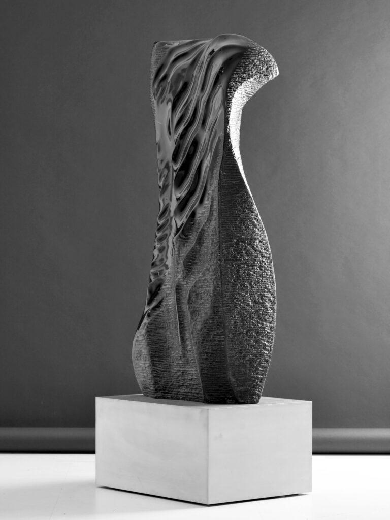 La Donna della Notte, marmo Nero Belgio, anno 2009, 50x25x140